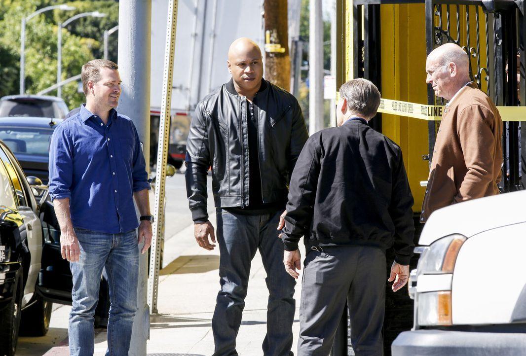 Callen (Chris O'Donnell, l.) und Hanna (LL Cool J, 2.v.l.) brauchen einen neuen Plan, um dem Täter auf die Schliche zu kommen, denn gemeinsam mit Ad... - Bildquelle: 2017 CBS Broadcasting, Inc. All Rights Reserved