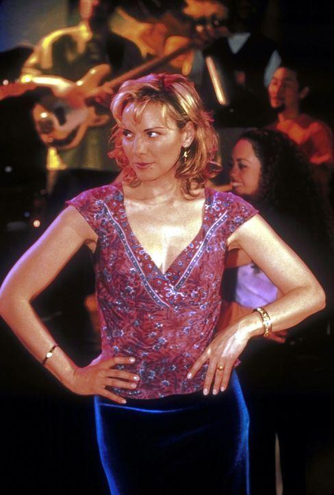 Samantha (Kim Cattrall) verabredet sich mit William, einem Club-Besitzer, der sie nach Strich und Faden belügt. - Bildquelle: 2001 Paramount Pictures