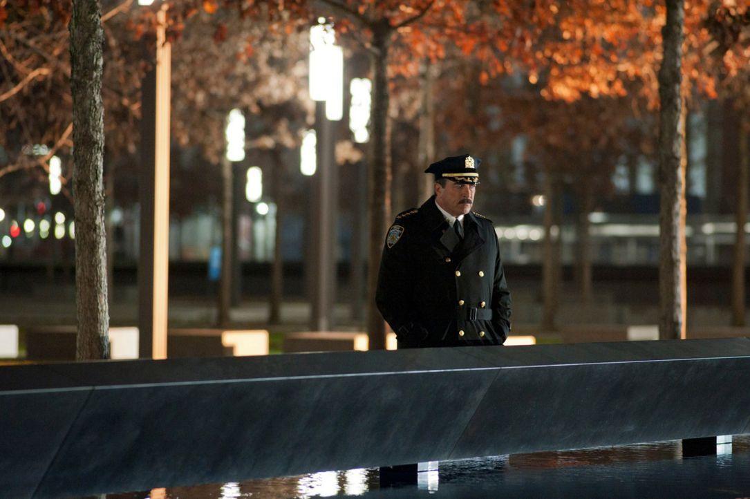 Als ein früherer Kamerad Franks (Tom Selleck) stirbt, mit dem er am 11. September zusammenarbeitete, reflektiert der Polizeipräsident über sein Lebe... - Bildquelle: 2011 CBS Broadcasting Inc. All Rights Reserved