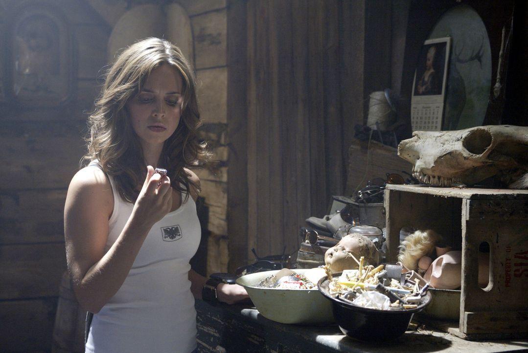 Als Jesse (Eliza Dushku) mitten im Wald eine Hütte im Wald entdeckt, hofft sie natürlich auf Hilfe. Doch dann findet sie in dem einsamen Blockhaus U... - Bildquelle: Constantin Film Produktion GmbH