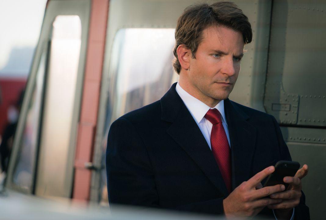 Auf Senator Eddie Morra (Bradley Cooper) wird ein Anschlag verübt, den er nur knapp übersteht. Brian soll für das FBI ermitteln und wird dabei vor e... - Bildquelle: Michael Parmelee 2015 CBS Broadcasting, Inc. All Rights Reserved
