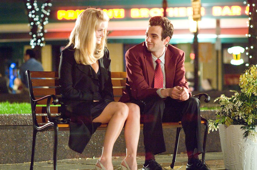 Gegensätze ziehen sich an: Molly (Alice Eve, l.) und Kirk (Jay Baruchel, r.) verlieben sich ineinander ... - Bildquelle: 2009 DREAMWORKS LLC.  All Rights Reserved.