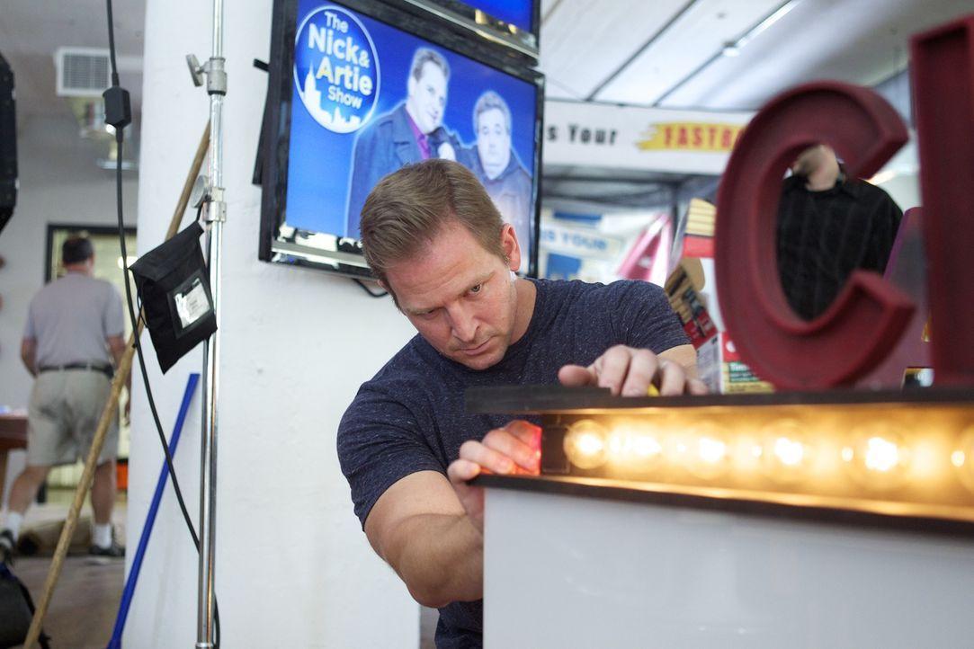 Bei ihrem neuesten Man Cave können sich Jason (Foto) und sein fleißiges Team mal wieder so richtig austoben: Das Radio- und Fernsehstudio der Nick &... - Bildquelle: Anders Krusberg 2012,DIY Network/Scripps Networks, LLC. All Rights Reserved.