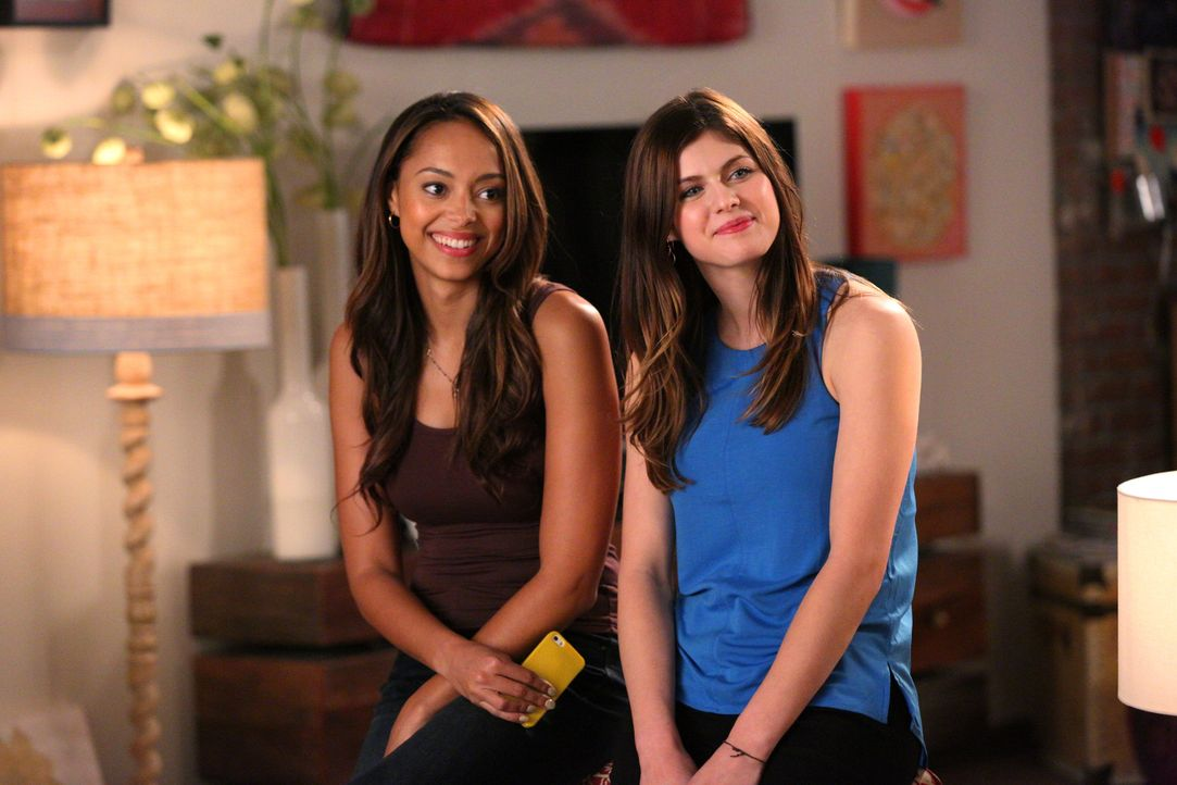 New Girl Staffel 4: Amber Stevens und Alexandra Daddario - Bildquelle: Fox Broadcasting Company
