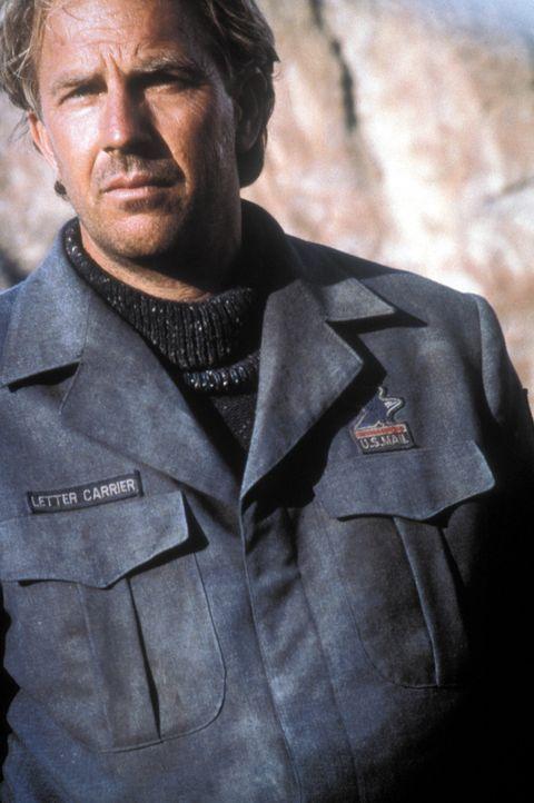 Ungewollt gibt der Postman (Kevin Costner) den Menschen nach einem verheerenden Krieg im Jahre 2013 Hoffnung und ihren Willen zum Widerstand zurück... - Bildquelle: Warner Bros. Pictures