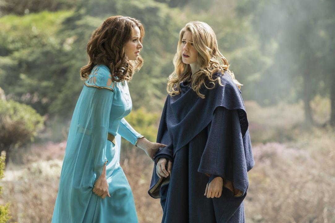Trifft Kara alias Supergirl (Melissa Benoist, r.) wirklich ihre Mutter Alura (Erica Durance, l.) wieder? - Bildquelle: 2017 Warner Bros.
