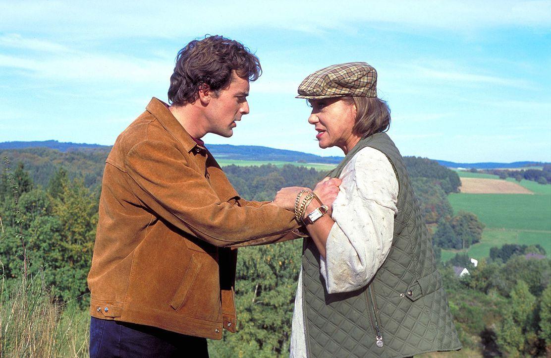 Der von Selbstvorwürfen geplagte Thomas (Gedeon Burkhard, l.) ist der rücksichtslosen Dorothea (Judy Winter, r.) hilflos ausgeliefert. Schnell wird... - Bildquelle: Horn-Link ProSieben