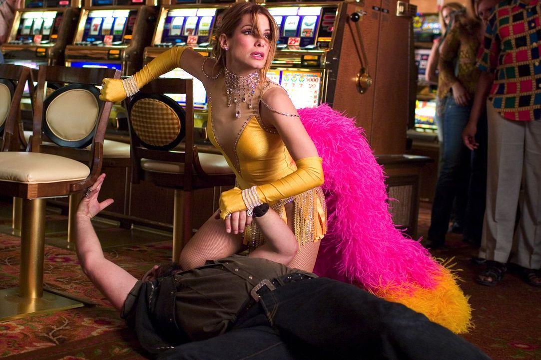 Als sie erfährt, dass ihre Freunde in Las Vegas entführt wurden, reist Gracie Hart (Sandra Bullock) kurzerhand dorthin, um eigene Ermittlungen zu... - Bildquelle: Warner Bros. Television
