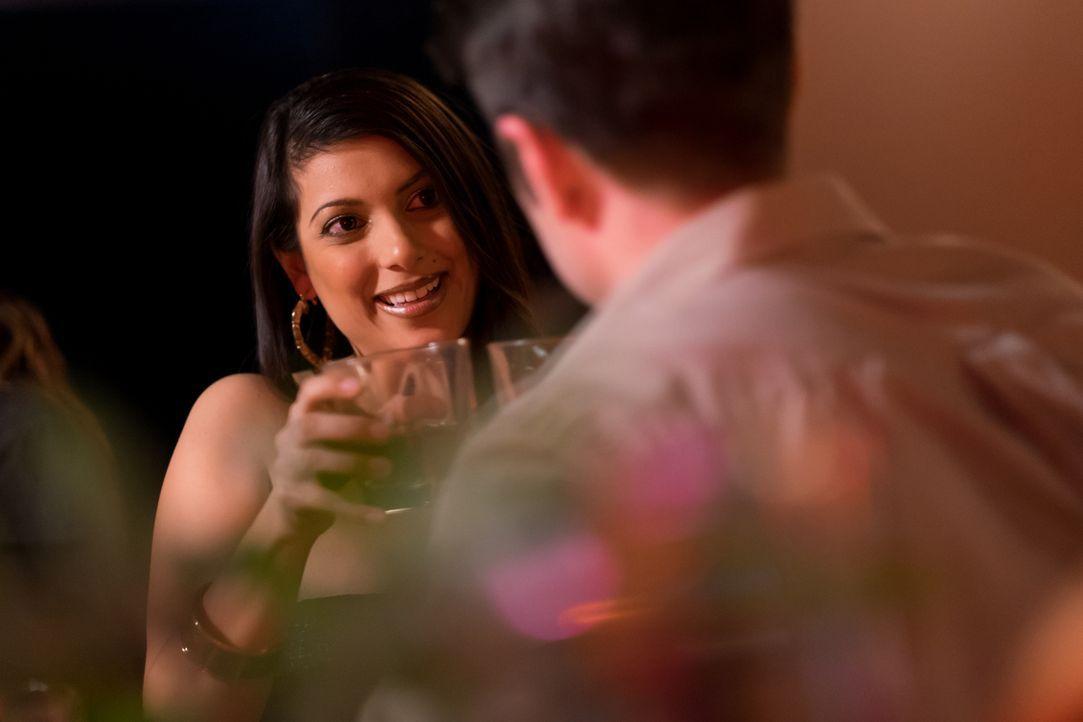 Liebesfalle: Maritza (l.) verführt in einer Bar regelmäßig US-Soldaten und behauptet später, ein Kind von ihnen zu haben. Ihr Ziel: Regelmäßig Geld... - Bildquelle: Darren Goldstein Cineflix 2015