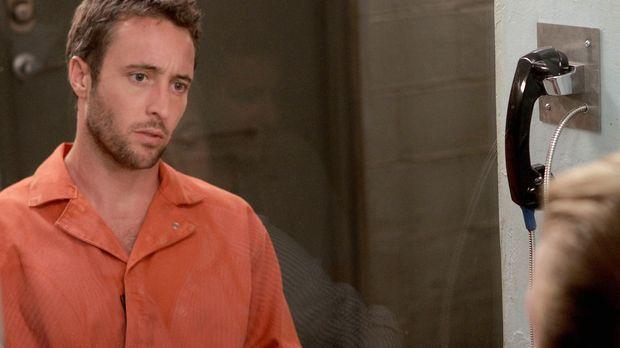 Als Danny (Scott Caan, r.) Steve (Alex O'Loughlin, l.) im Gefängnis besucht,...