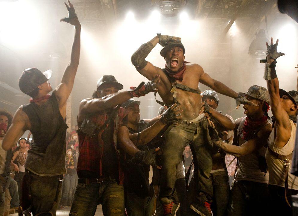 """Es wird trainiert, was das Zeug hält, doch als die Choreografie der """"Piraten"""" von den """"Samurai"""" geklaut wird, scheint der Traum vom Sieg vorbei zu s... - Bildquelle: Constantin Film"""