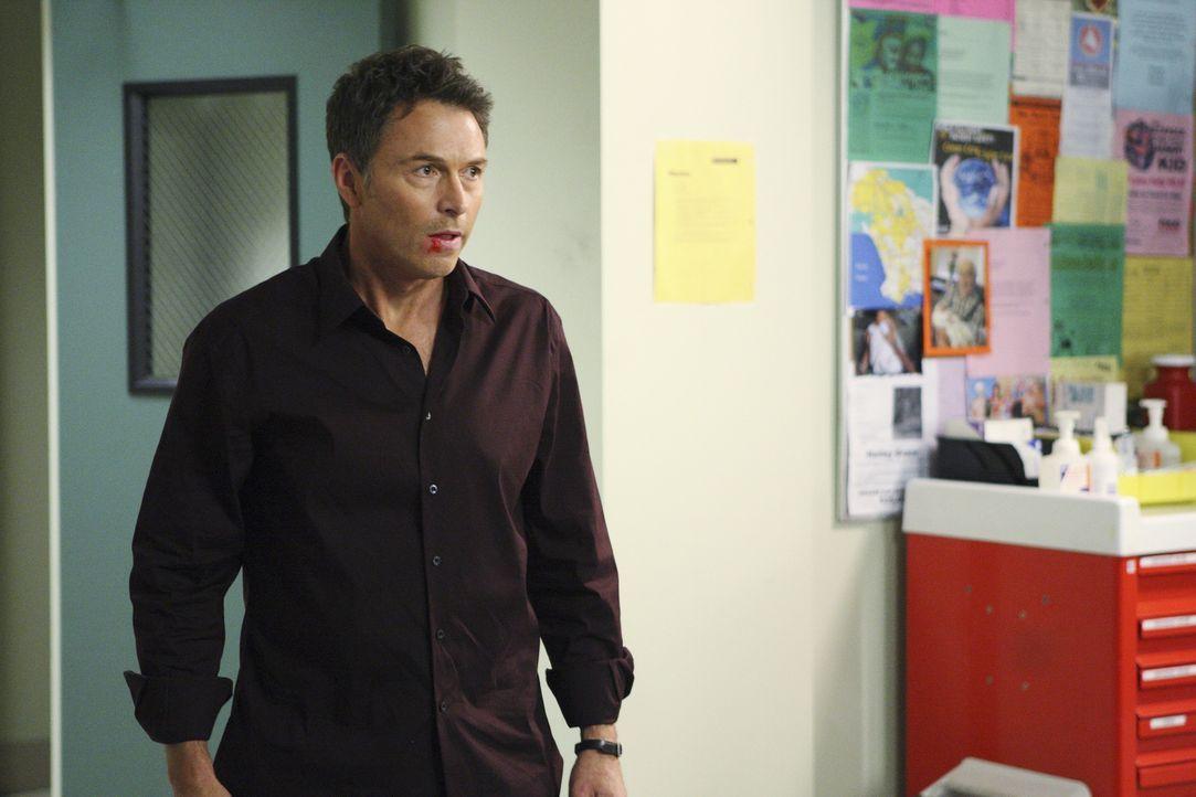 Dell rastet vollkommen aus und schlägt auf Pete (Tim Daly) ein, der ihm jedoch sagt, dass er einen großen Fehler damit macht, seine Tochter Betsy ni... - Bildquelle: ABC Studios