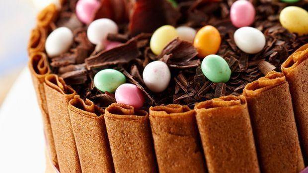 Süße Schokoladencharlotte mit knusprigem Crêpe-Mantel