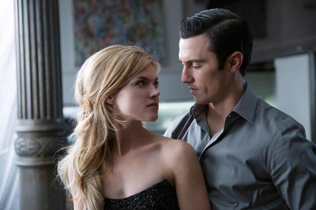 Während Edward Nygma sich um die Beseitigung einiger Spuren kümmern muss, hat Ogre (Milo Ventimiglia, r.) Barbara (Erin Richards, l.) in seinen Fäng... - Bildquelle: Warner Bros. Entertainment, Inc.