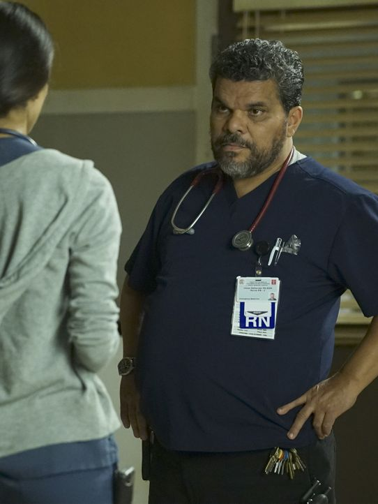 Jesse (Luis Guzman) ist eine große Stütze für Leanne, die durch die Ereignisse im Krankenhaus an ihre eigene Vergangenheit erinnert wird ... - Bildquelle: Richard Cartwright 2015 American Broadcasting Companies, Inc. All rights reserved.