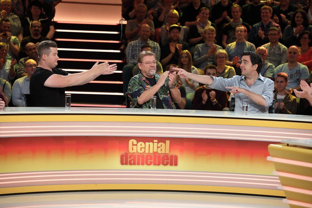 Werden sie die richtige Antwort herausfinden? Jürgen von der Lippe (M.), Bastian Pastewka (r.) und Chris Tall (l.) ... - Bildquelle: Frank Hempel SAT.1