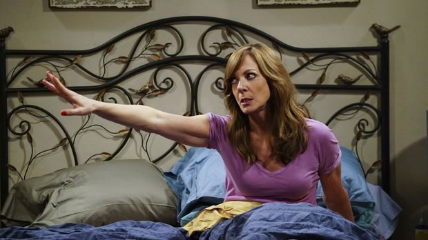 Als Bonnie (Allison Janney) ein merkwürdiges Muttermal an intimer Stelle find...