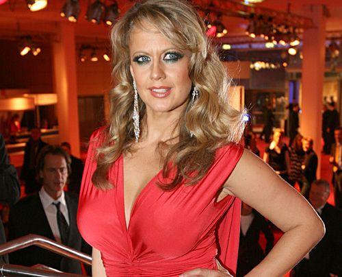 """Die schönsten Seiten des sexy Multitalents.  Hier im Februar 2008 auf dem 38. """"Ball des Sports""""  - Bildquelle: dpa"""