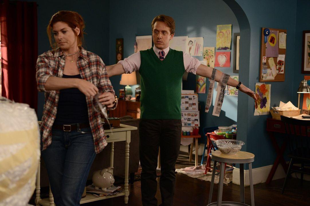 Laura (Debra Messing, l.) kann sich auf Max (Max Jenkins, r.) verlassen - er steht ihr in allen Lebenslagen zur Seite ... - Bildquelle: Warner Bros. Entertainment, Inc.