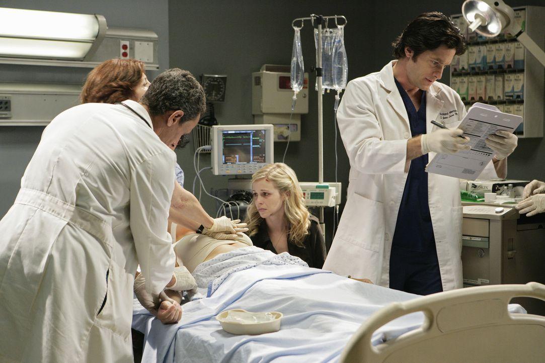 Der Geist von Gwen Collier (Amy Gumenick, 2.v.r.) wacht am Bett ihrer Mutter Paula (Gigi Rice, liegend), die im Koma liegt. Jim Clancy (David Conrad... - Bildquelle: ABC Studios