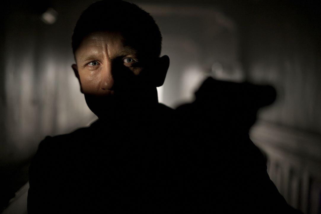 Muss ohne Rücksicht auf Verluste agieren, um seinen Geheimdienst und seine undercover tätigen Kollegen zu retten: James Bond (Daniel Craig) ... - Bildquelle: Skyfall   2012 Danjaq, LLC, United Artists Corporation and Columbia Pictures Industries, Inc. All rights reserved.