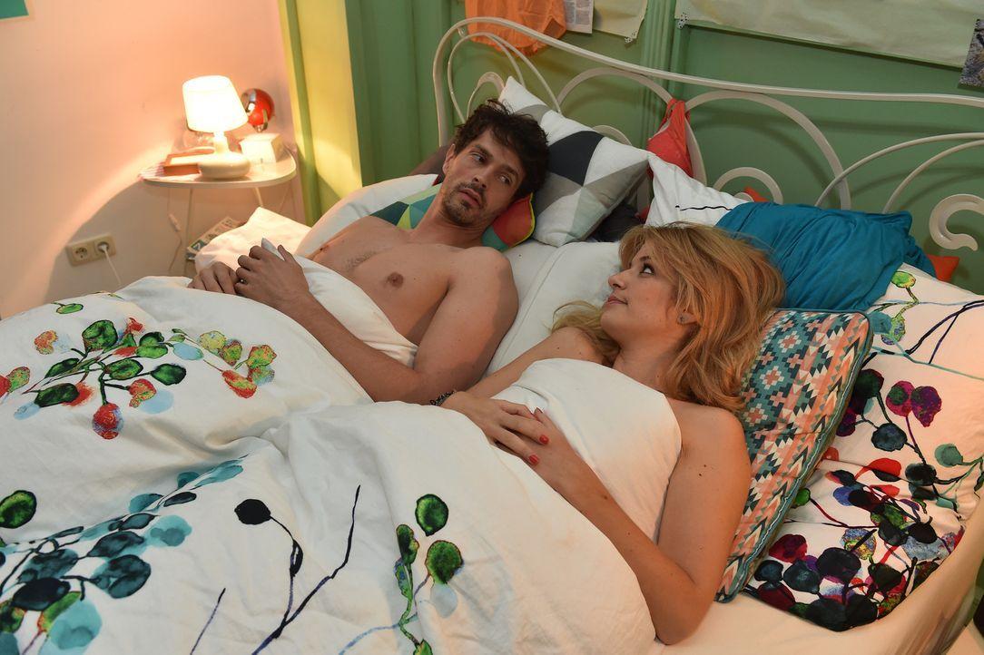 Geschockt stellt Mila (Susan Sideropoulos, r.) fest, dass Marko (Martin Brücker, l.) nur eines im Sinn hatte: Rache ... - Bildquelle: Andre Kowalski sixx