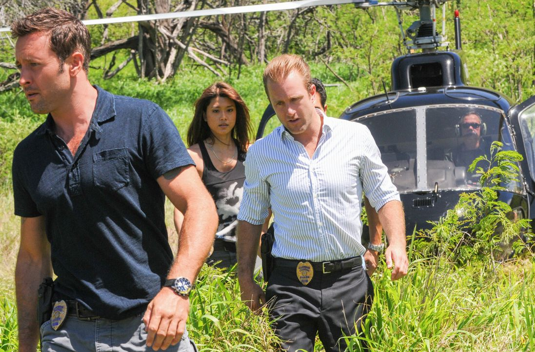 Als Zivilisten von einer bewaffneten Drohne angegriffen werden, müssen Danny (Scott Caan, r.), Steve (Alex O'Loughlin, l.) und Kono (Grace Park, M.)... - Bildquelle: 2014 CBS Broadcasting Inc. All Rights Reserved.
