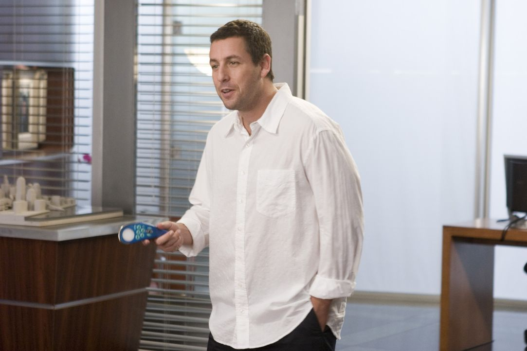 Was wäre wenn Du eine universelle Fernbedienung hättest ... mit der Du Dein leben in Griff bekommst? Michael (Adam Sandler) findet es heraus ... - Bildquelle: Sony Pictures Television International. All Rights Reserved.