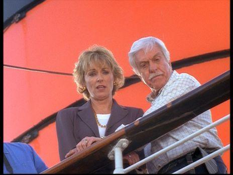 Diagnose: Mord - Mark (Dick Van Dyke, r.) kümmert sich um Clare (Brynn Thayer...