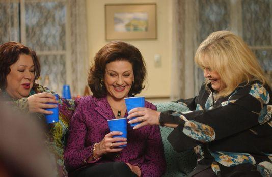 Gemeinsam mit Babette (Sally Struthers, r.) und Miss Patty (Liz Torres, l.) f...
