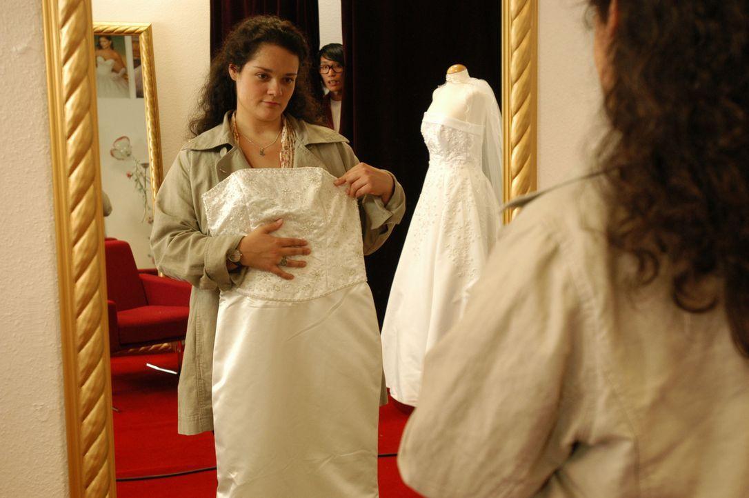 Wie viele junge Frauen träumt auch Alma (Katrin Filzen) von einer grandiosen Hochzeit mit umwerfend schöner Braut. Doch ihre mollige Figur lässt... - Bildquelle: Willi Weber ProSieben