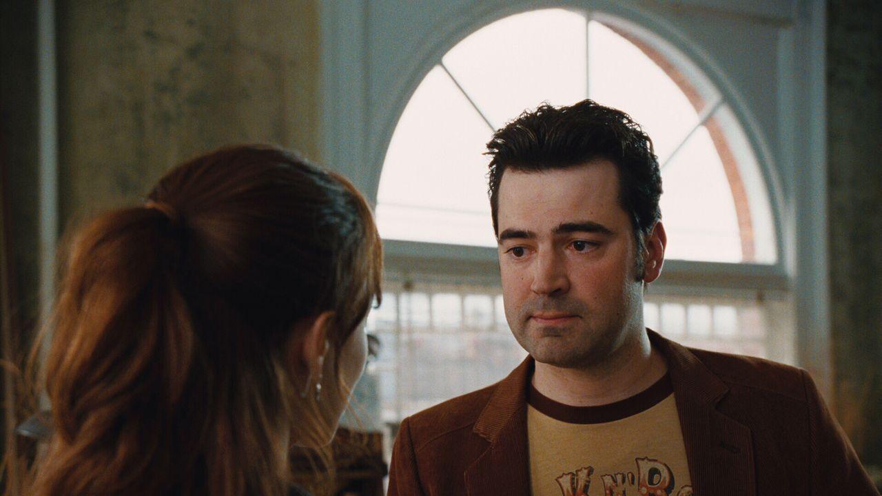 Gomez (Ron Livingston, r.) möchte unbedingt verhindern, dass Clare (Rachel McAdams, l.) den Zeitreisenden Henry heiratet ... - Bildquelle: Warner Brothers