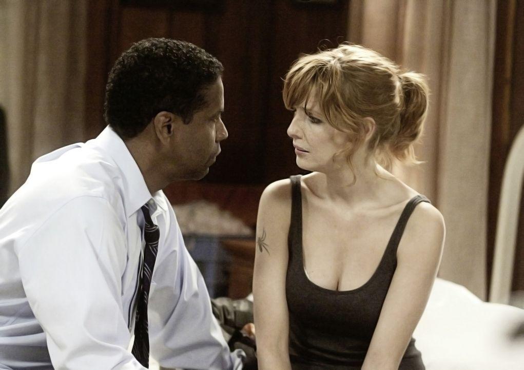 Whip (Denzel Washington, l.) lernt im Krankenhaus die heroinabhängige Nicole (Kelly Reilly, r.) kennen und verliebt sich in sie ... - Bildquelle: Robert Zuckerman 2012 PARAMOUNT PICTURES. ALL RIGHTS RESERVED.
