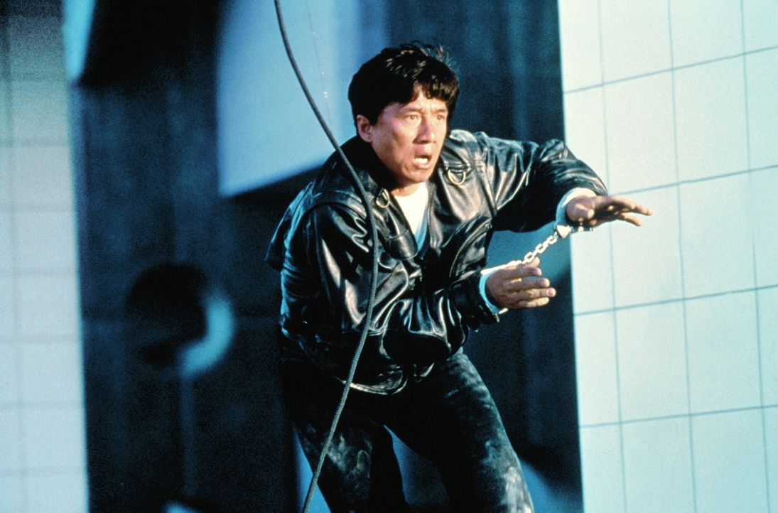 Als einziger Überlebender nach einem Anschlag korrupter CIA-Agenten sucht der Spezialagent Whoami (Jackie Chan ) verzweifelt nach seiner Identität... - Bildquelle: Columbia TriStar Film