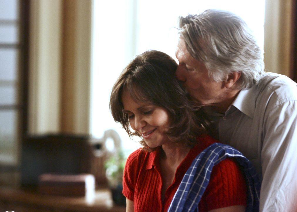 Sind glücklich verheiratet: William (Tom Skerritt, r.) und Nora Walker (Sally Filed, l.) ... - Bildquelle: Disney - ABC International Television