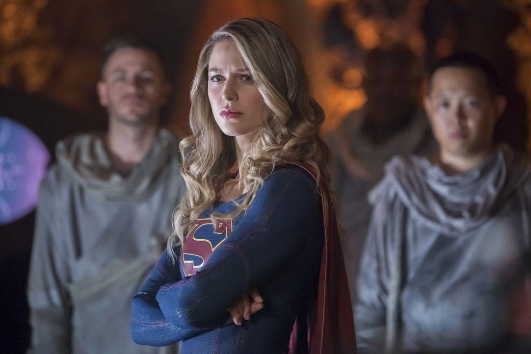 Kara alias Supergirl (Melissa Benoist) begleitet J'onn auf einer persönlichen Mission ... - Bildquelle: 2017 Warner Bros.