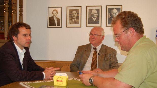 Unternehmerberater Stefan Hagen (l.) will die Brauerei von Seniorbrauer Heinr...