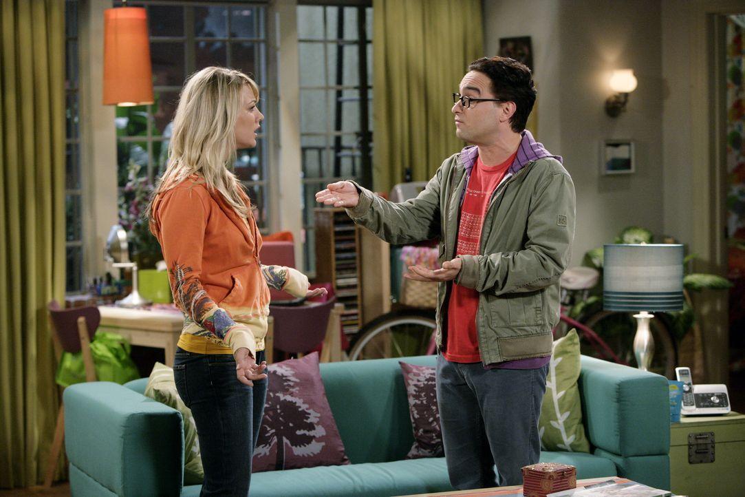 Leonard (Johnny Galecki, r.) und Penny (Kaley Cuoco, l.) geraten in Streit, da Leonard vor seinen Freunden behauptet hat, dass der Sex mit Penny nur... - Bildquelle: Warner Bros. Television