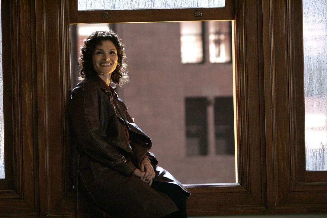 Auf der Suche nach der verschwundenen Katie: Anne Cassidy (Mary Elizabeth Mastrantonio) - Bildquelle: Warner Bros. Entertainment Inc.