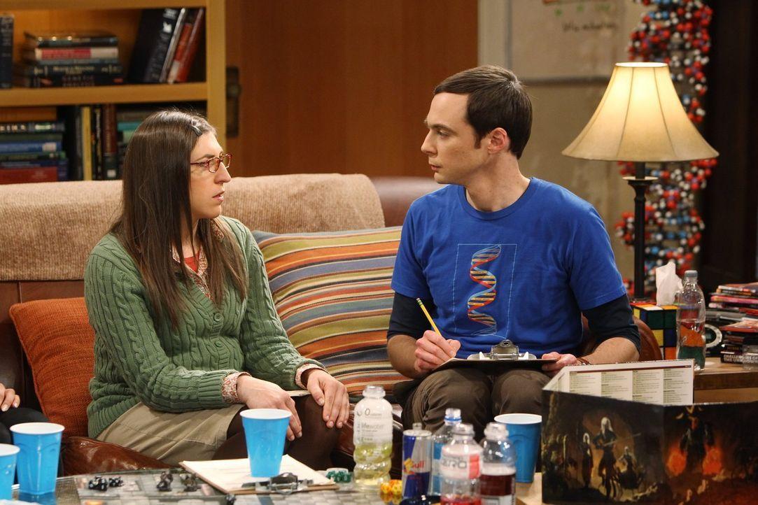 """Als der Vegas-Trip der Mädchen ausfällt, laden die Jungs sie zu einem """"Dungeons & Dragons""""-Spiel ein, was zu einer überraschenden Wendung in Sheldon... - Bildquelle: Warner Bros. Television"""