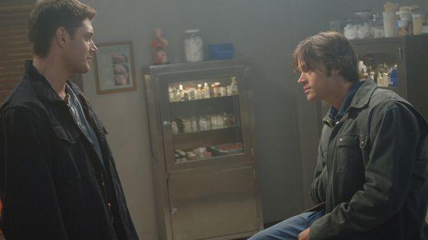 Sam (Jared Padalecki, r.) hat eine unheimliche Vision, in der Dean (Jensen Ac...