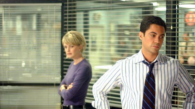Gemeinsam machen sich Scott Valens (Danny Pino, r.) und Lilly Rush (Kathryn M...