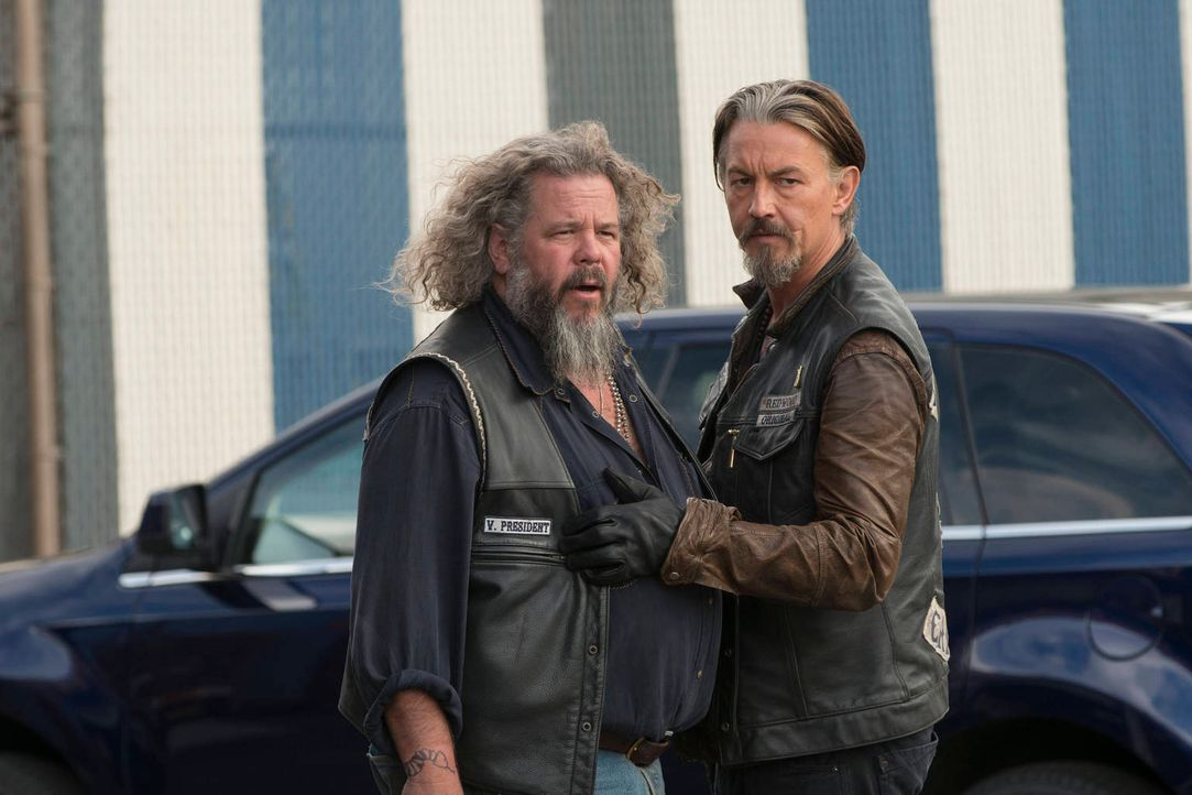 Bobby (Mark Boone Junior, l.) entfernt sich immer weiter vom Club. Wird Chibs (Tommy Flanagan, r.) ihn von unüberlegten Handlungen abhalten können? - Bildquelle: 2012 Twentieth Century Fox Film Corporation and Bluebush Productions, LLC. All rights reserved.