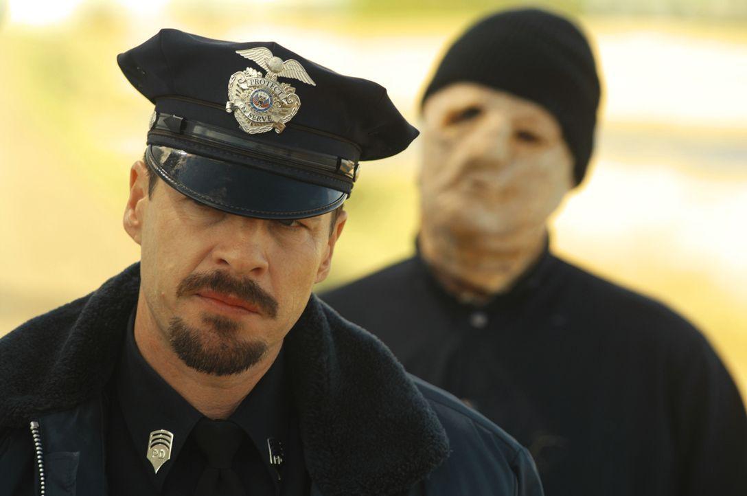 Den Tod im Nacken: Polizist Jim Conrad (French Stewart) ... - Bildquelle: 2008 Warner Brothers