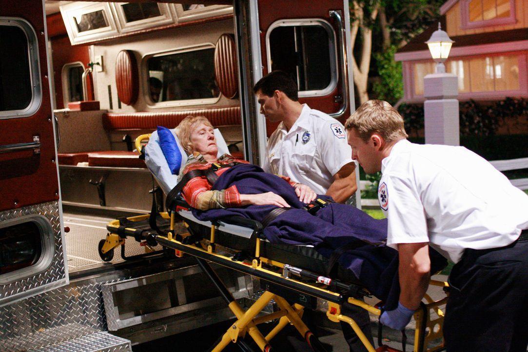 Schock: Ihre Überraschungsparty endet für Mrs. McCluskeys (Kathryn Joosten) im Krankenhaus ... - Bildquelle: ABC Studios
