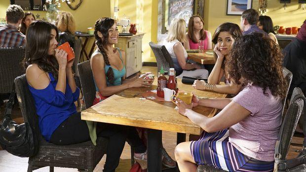 Nachdem Marisol (Ana Ortiz, 2.v.r.) eine erschreckende Information über Jesse...