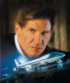 Air Force One - US-Präsident James Marshall (Harrison Ford) hat allen Terrori...