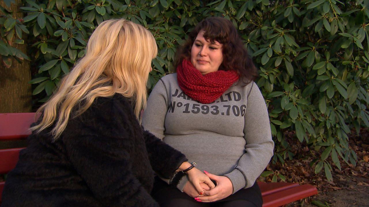 Als Jacqueline (r.) mit einem Mann zusammenkommt, der sie schlägt, zerbricht ihre Freundschaft zu Dennis. Jetzt möchte sie ihn um Verzeihung bitten... - Bildquelle: SAT.1