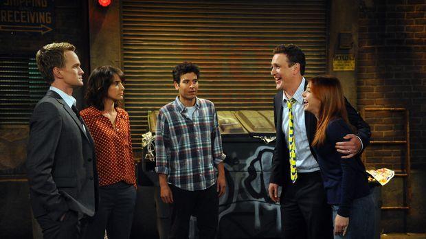 Ein Abend unter Freunden: Ted (Josh Radnor, M.), Marshall (Jason Segel, 2.v.r...