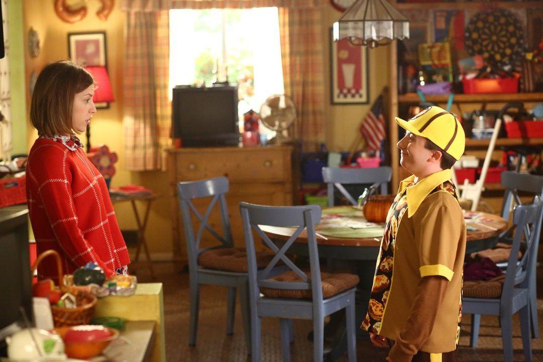 Wie wird Sue (Eden Sher, l.) reagieren, wenn sie entdeckt, dass sie zukünftig mit ihrem Bruder Brick (Atticus Shaffer, r.) zusammenarbeiten muss? - Bildquelle: Warner Bros.